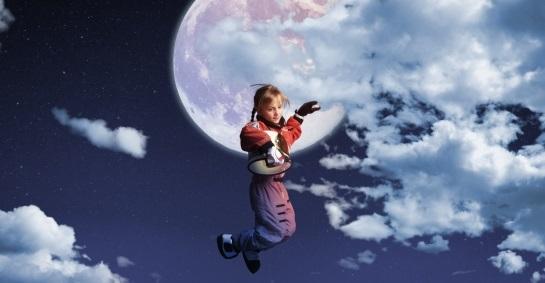 月と少女の画像