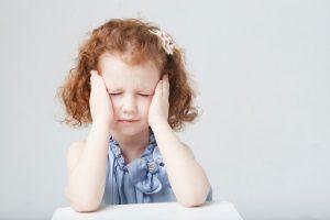悩む子供の写真